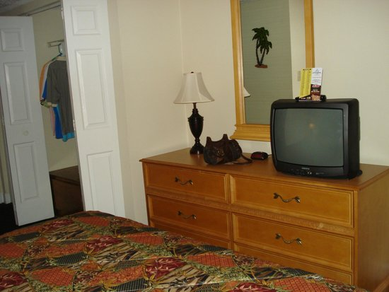 Kingfisher Inn : bedroom has tv too