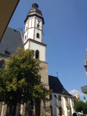 Weinwirtschaft Leipzig: Ausblick aus der Weinwirtschaft auf die Thomaskirche