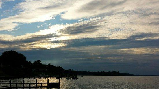 Grimstead, VA: Seabreeze view to the west