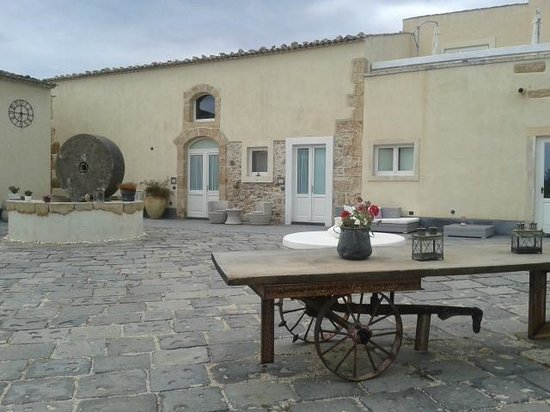 Hotel Borgo Pantano: Binnenkoer van het hotel