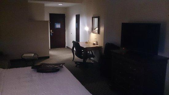 Hampton Inn Boston Bedford Burlington : Room with working desk