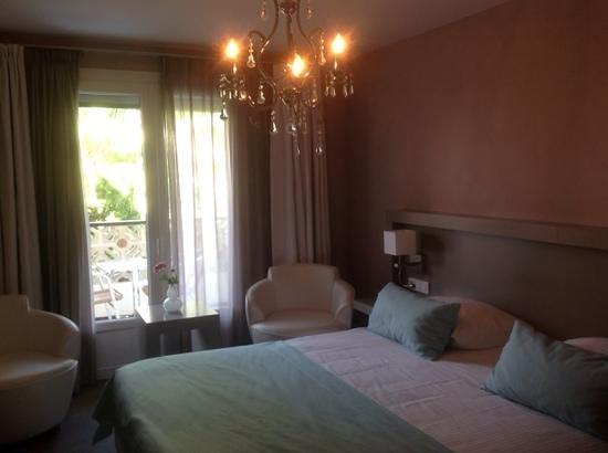Van Der Valk Hotel le Catalogne : двухместный номер с балконом