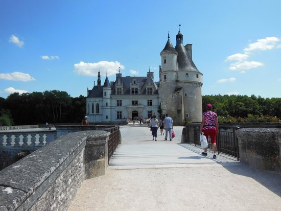 Schloss Chenonceau: Beautiful and Unique!