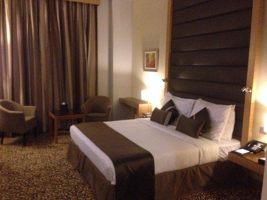 Copthorne Hotel Sharjah: Bed