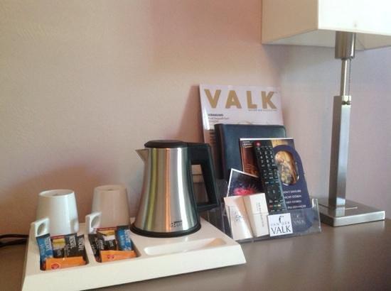 Van Der Valk Hotel le Catalogne : принадлежности для чая и кофе