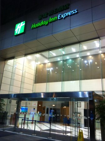 Holiday Inn Express Zhabei Shanghai: Entrance