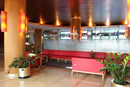Novotel Madrid Sanchinarro: hotel lobby