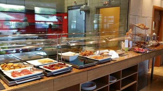 Exe Madrid Norte: buffet breakfast