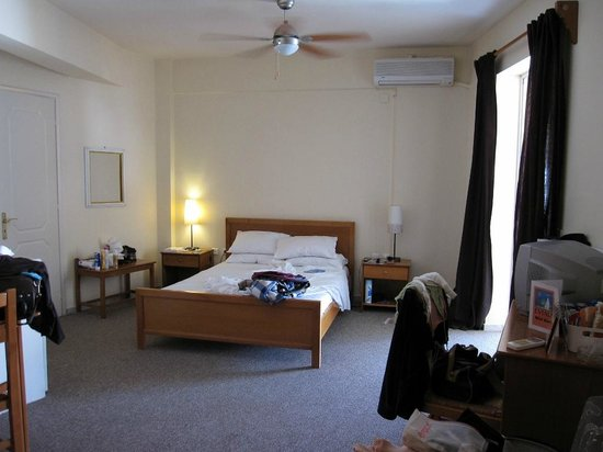 Eviali Apartments: Chambre