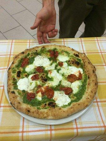 Pizzeria Il Girasole: Pizza pesto e pacchetelle