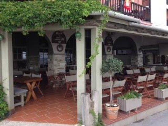 Kelly Hotel: Cafe/Bar/Lobby