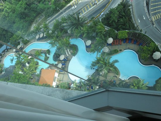 Le Meridien Kuala Lumpur : Looking down from our room