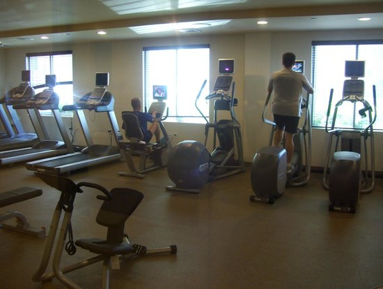 Hilton Garden Inn Queens / JFK Airport: gym (where pool used to be)