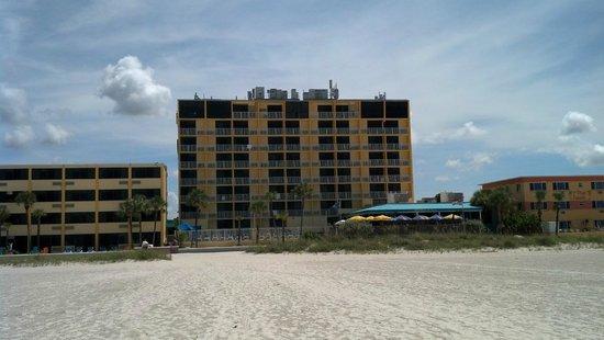 Bilmar Beach Resort: View of hotel from the beach