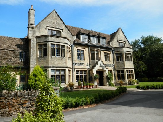 The Hare and Hounds Hotel: Hare & Hounds frontage
