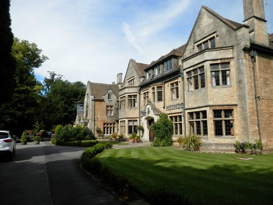 Hare and Hounds Hotel: Hare & Hounds frontage