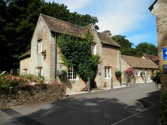 Hare and Hounds Hotel: Our cottage