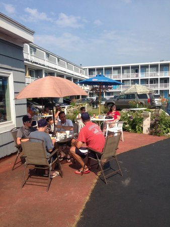 Grand Beach Cafe: Outside tables