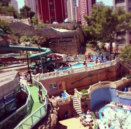 Magic Aqua Rock Gardens: Beautiful hotel! Love the cave theme