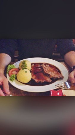 Hutt'n Essen & Trinken : Roast pork with potato dumplings