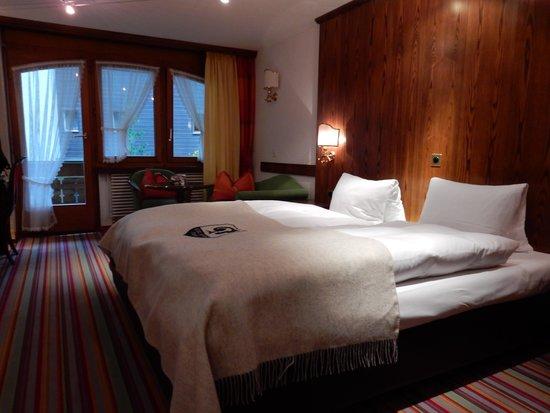 Hotel Daniela: ベッドは2台ですがハリウッドツインでした。スイスは何処もそんな感じですね。