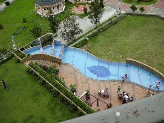 Summit Ridge Tagaytay: The pool :)