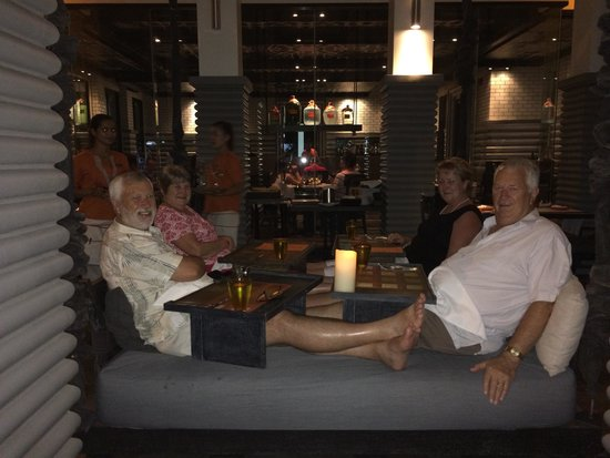 Shinta Mani Club: Fun on the swing