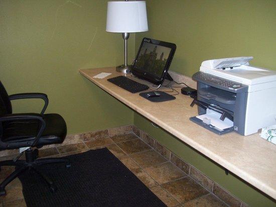 Best Western The Inn At The Fairgrounds: business center