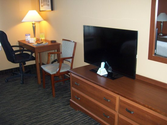 BEST WESTERN The Inn at the Fairgrounds : TV and desk