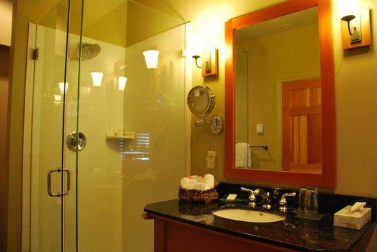 Long Beach Lodge Resort: Shower