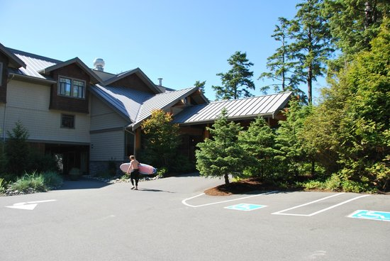 Long Beach Lodge Resort: Front of the hotel/reception