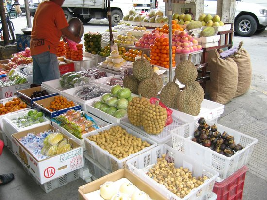 Chinatown : Fruit stall at Ongpin street