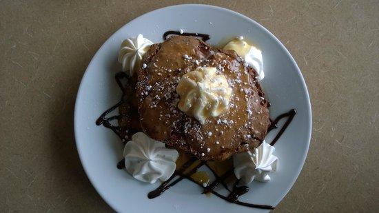 Mariah's: Macaroon dessert