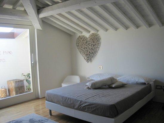 Rosso di Sera Relais Tuscany: Top floor bedroom