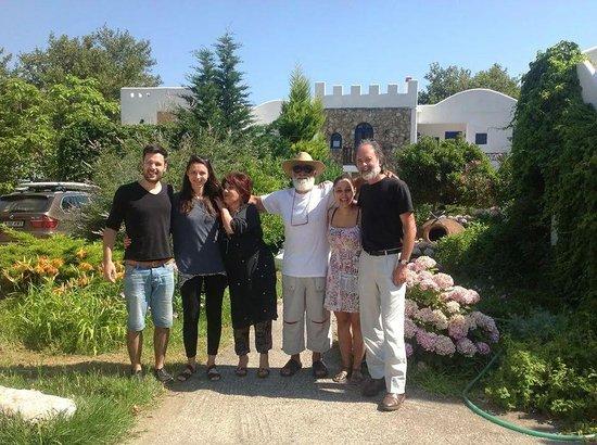 Archondissa Boutique Beach ApartHotel : Us with Yanna, Polina and Alekos