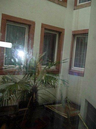 Hotel Le Grillon : view???
