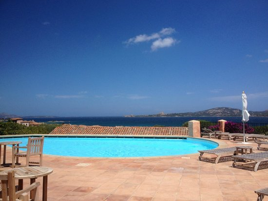 Relais Villa del Golfo & Spa: Well maintained pool area