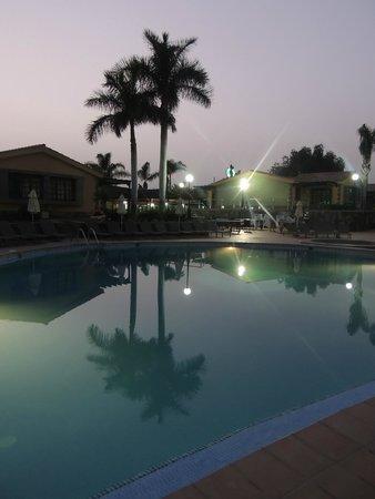 Dunas Maspalomas Resort: piscine le soir