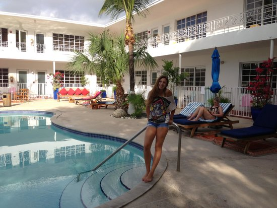 Tradewinds Apartment Hotel Piscina