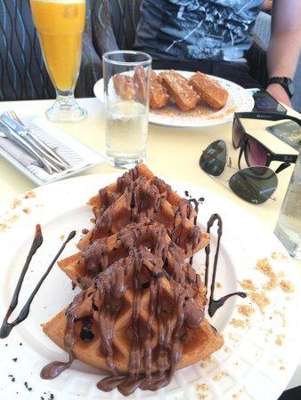 Cremeria Vienna Rethymno: Wafel met nutella, heerlijk!