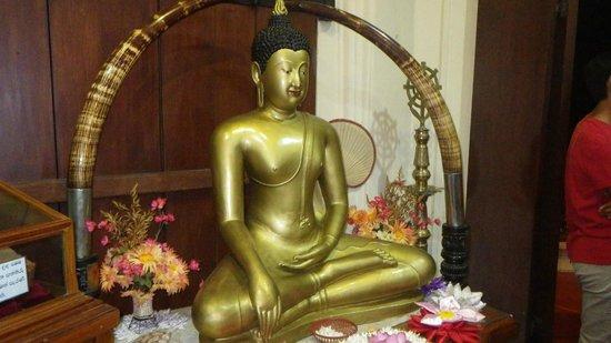 Templo del Diente de Buda (Sri Dalada Maligawa: im Tempel