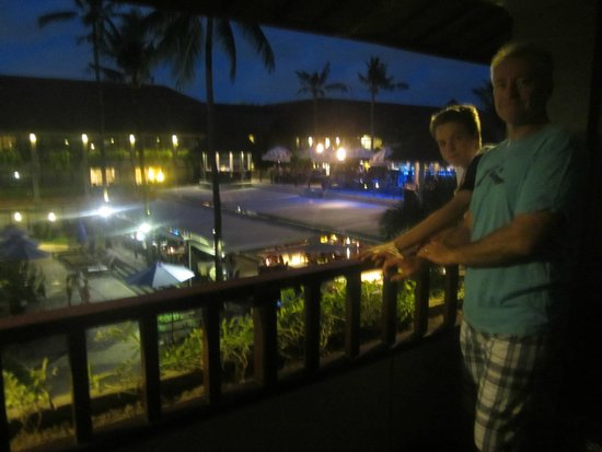Bali Dynasty Resort Hotel: Night View from our balcony