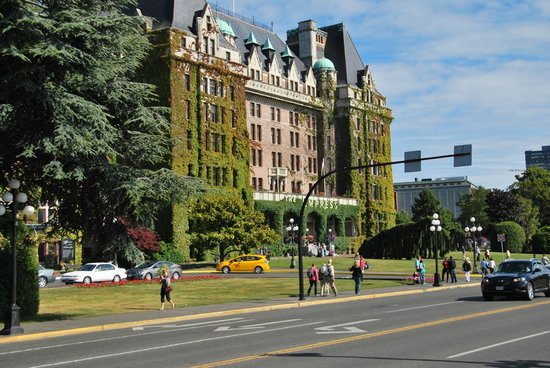 The Fairmont Empress: Hotel front