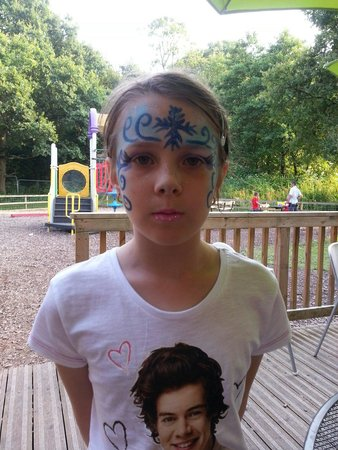 The Gullivers Hotel: Kids really enjoyed the face painting friday eve at the hotel
