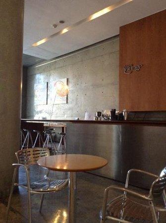 Design Suites Salta: lobby moderno, con revistas, pc, bar, wifi excelente...