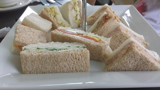 Mackenzie King Estate : Finger sandwhiches. Bread was dried out when served.