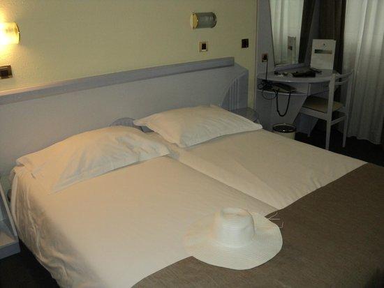 Hotel Plavi : двуспальная кровать