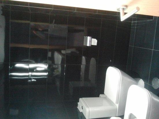 Sercotel Blue Coruna : cuarto de baño