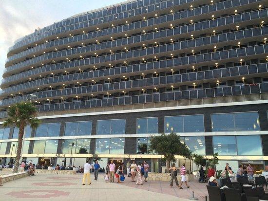 Gran Hotel Sol y Mar: devant de l'hôtel