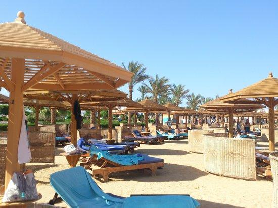 SUNRISE Select Royal Makadi Resort: beach